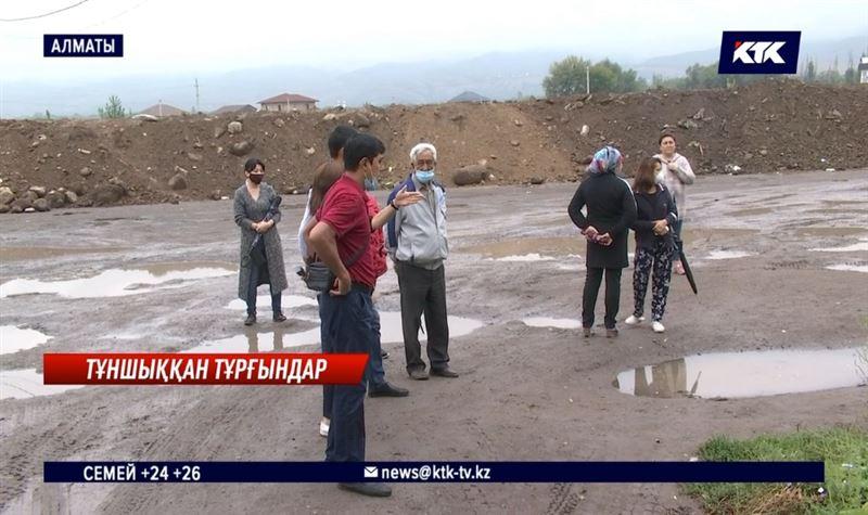 Нұршашқан тұрғындары екі жыл бойы нәжіс иісіне тұншығып отыр