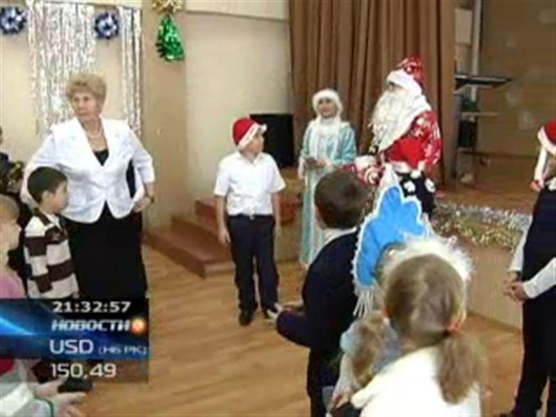 Cотрудники «Алма TV» преобразились в Дедов Морозов и Снегурочек