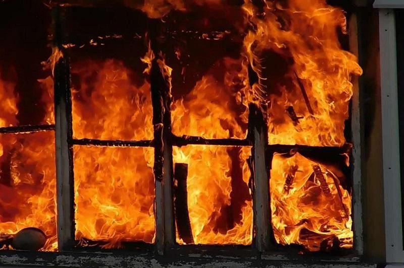Полиция спасла мужчину из горящей гостиницы в Алматы
