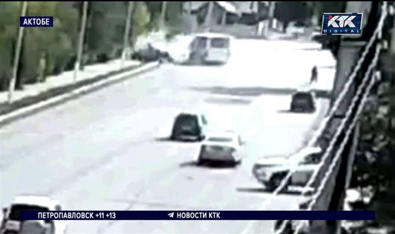В центре Актобе пострадали 8 человек