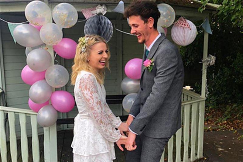 Жених и невеста сыграли свадьбу  в хосписе