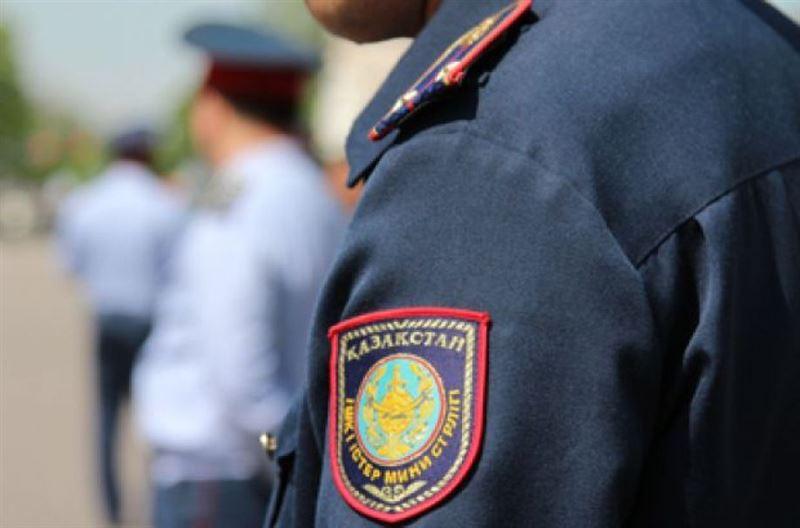 Атырауда полиция командирі қоластындағыларды қорқытып, ақша алып отырған