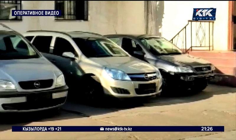 Мать и сын продавали чужие машины, работая охранниками на стоянке