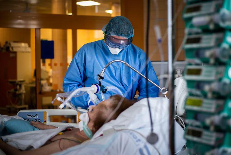 Стало известно, сколько казахстанцев умерло от коронавирусной пневмонии и КВИ за сутки