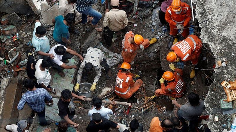 Не менее 20 человек скончалось в результате обрушения дома в Индии