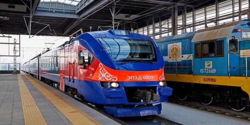 Поезд насмерть сбил женщину в Уральске