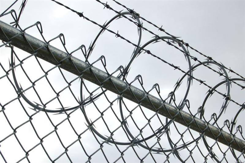 Из-за видео с курящими неизвестное вещество заключенными начато служебное расследование