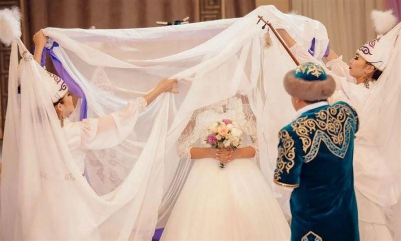 Алматинские врачи призывают отказаться от проведения свадеб и других торжественных мероприятий с массовым скоплением людей