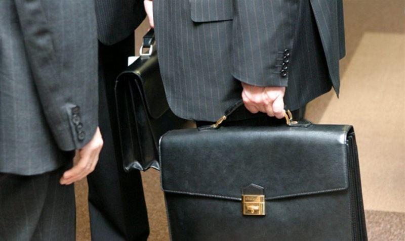 Парламент шенеуніктерге сыйлық беруге тыйым салатын заңды қабылдады