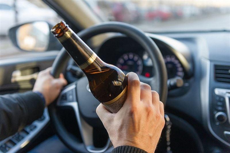 Сколько лишенных прав алматинцев вновь село за руль пьяными