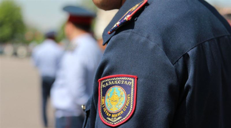 Павлодарда экс-полицей жүргізушіні алдап, пара беруге мәжбүрлеген