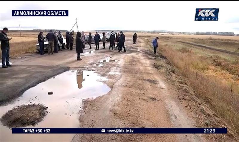 «Дырка на дырке» – сельчане возмутились качеством реконструкции дороги
