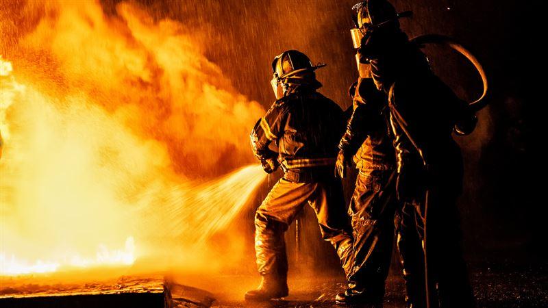 Крупный пожар тушили на территории рынка «Масат» в Актау