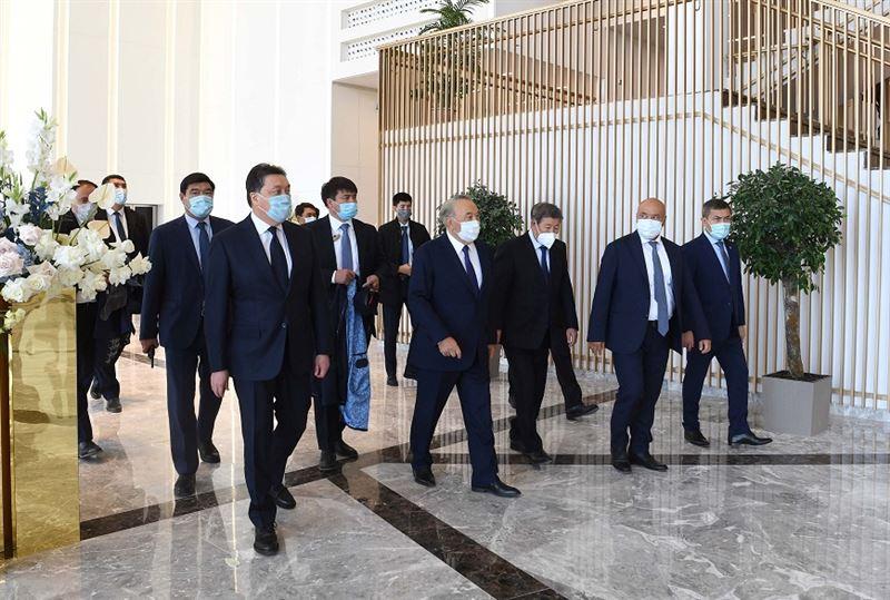 Нурсултан Назарбаев посетил новый стадион и «Конгресс-холл» в Туркестане