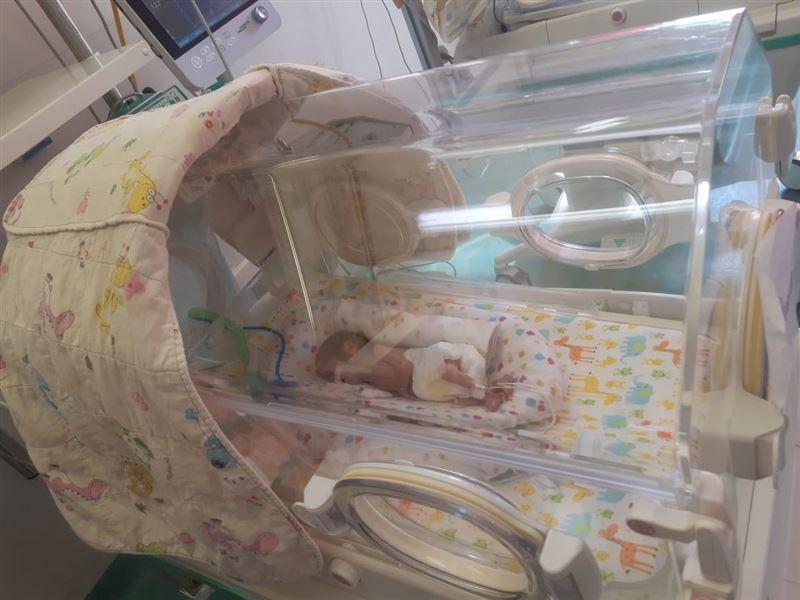 Алматинские врачи выходили недоношенных близняшек