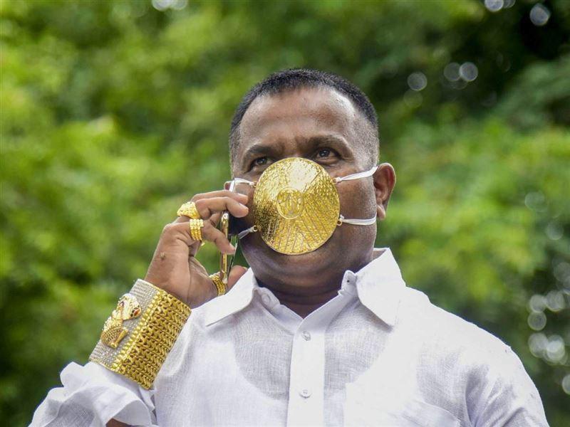 Алтын бетперделі азамат пневмониядан көз жұмды