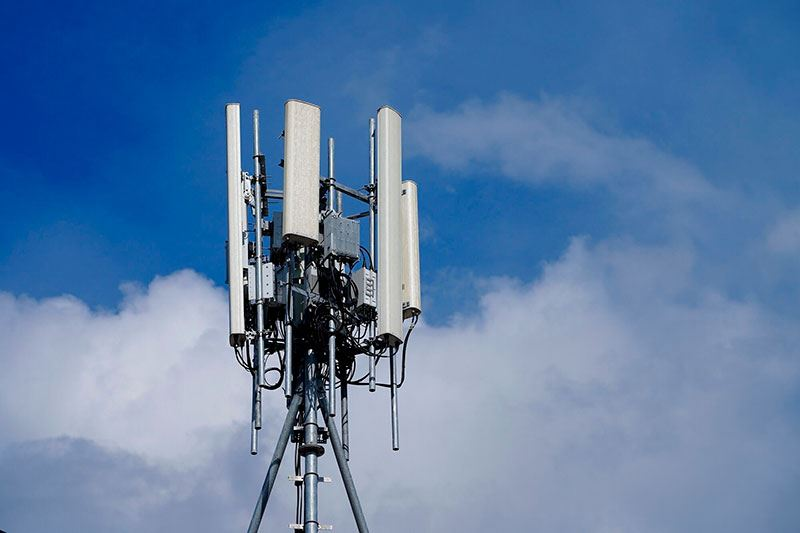 Из-за двух радиофобов поселок в Казахстане остался без интернета