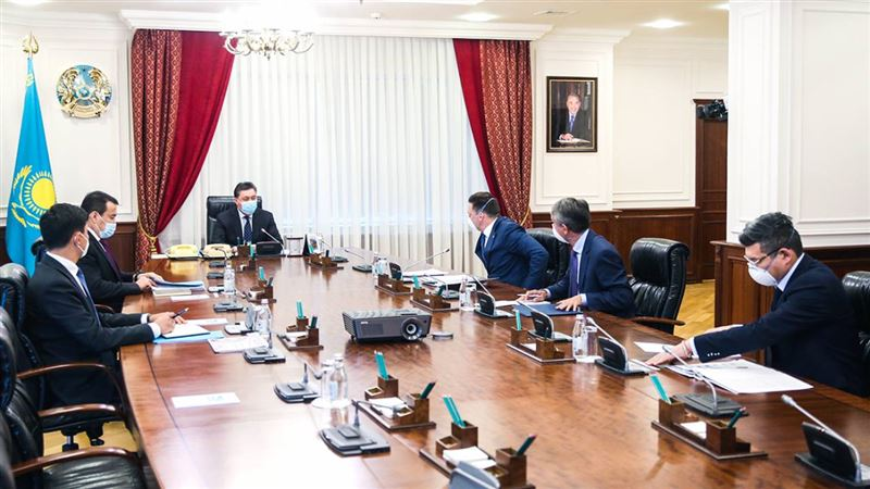 Аскар Мамин провел встречу с главой ЕАБР