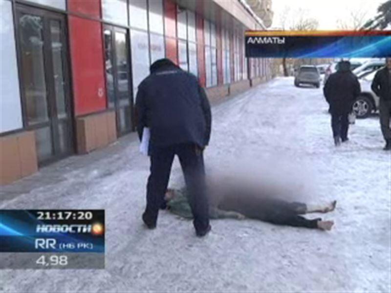 В Алматы из окна выбросился 34-летний мужчина