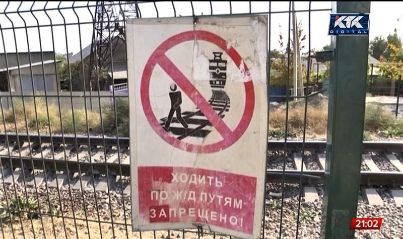 В Шымкенте годовалый ребёнок попал под поезд