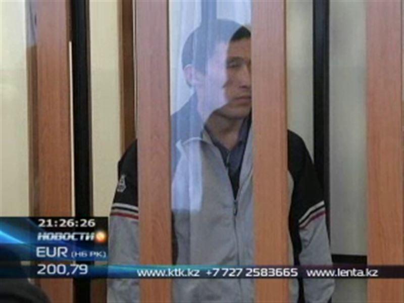 В Актобе осудили мужчину, убившего соседа за то, что тот съел его собаку