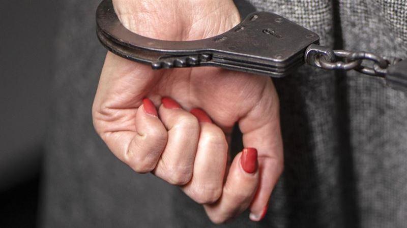 Женщина была столкнута коллегой с лестницы в Акмолинской области