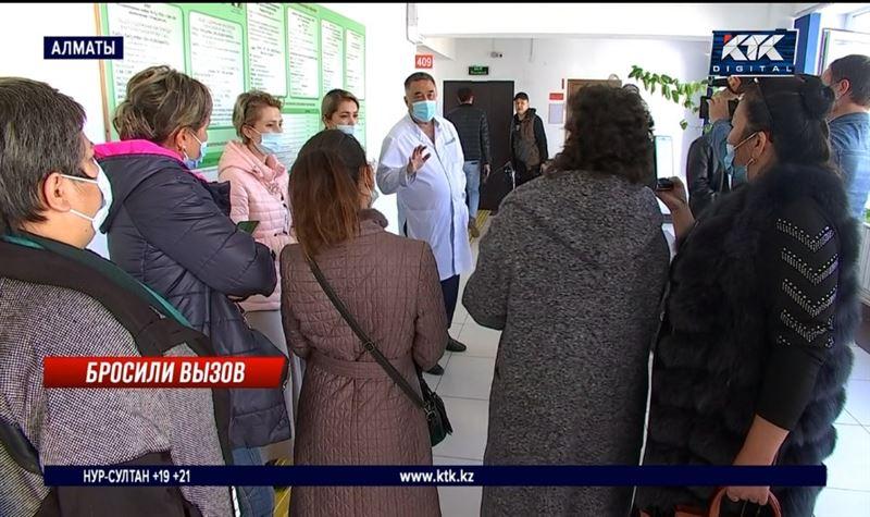 Сотрудники скорой помощи добиваются выплат за работу в карантин
