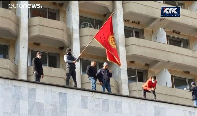Из тюрьмы в Белый дом: как в Кыргызстане поменяли президента