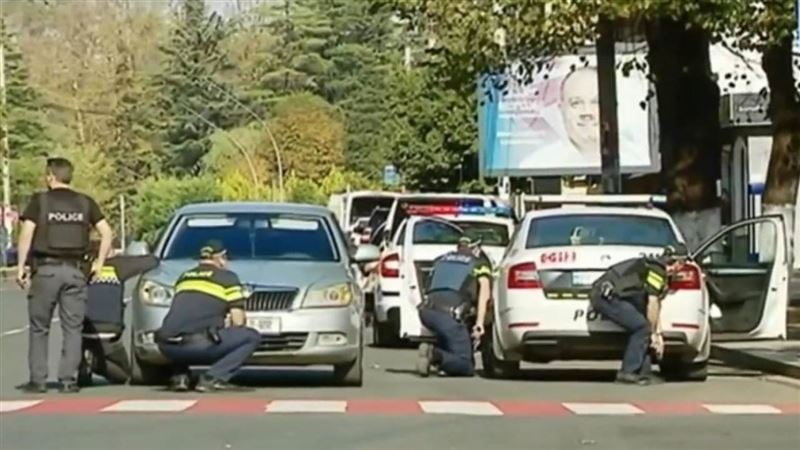 Вооруженный неизвестный взял людей в заложники в Грузии