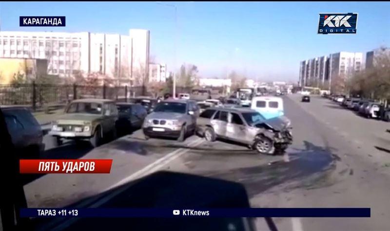 Три легковушки и два автобуса раскидало на карагандинской улице