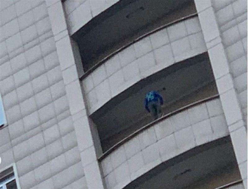 Алматылық азамат балконғa шығып, елді шошытты