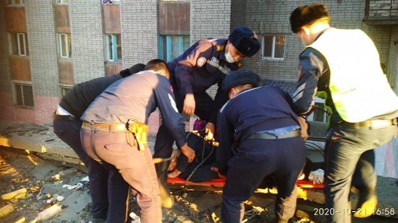 Пьяный гость упал с высоты седьмого этажа в Семее