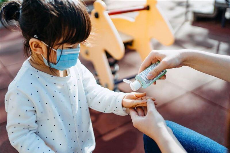 Эпидемиолог развеял заблуждение о разносящих коронавирус детях