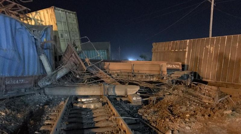 Сход 13 вагонов с опрокидыванием произошел в Шымкенте