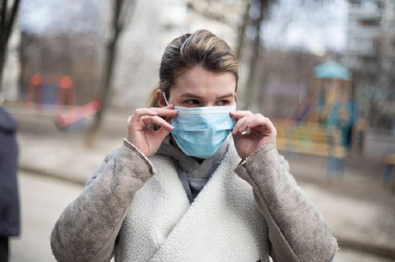 Психолог объяснил нежелание людей носить маски