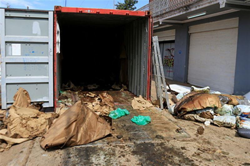 Тела безбилетников обнаружили на судне в контейнере с удобрениями