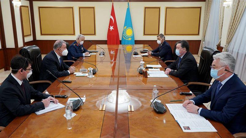 Премьер-министр поговорил с министром обороны Турции о перспективах сотрудничества