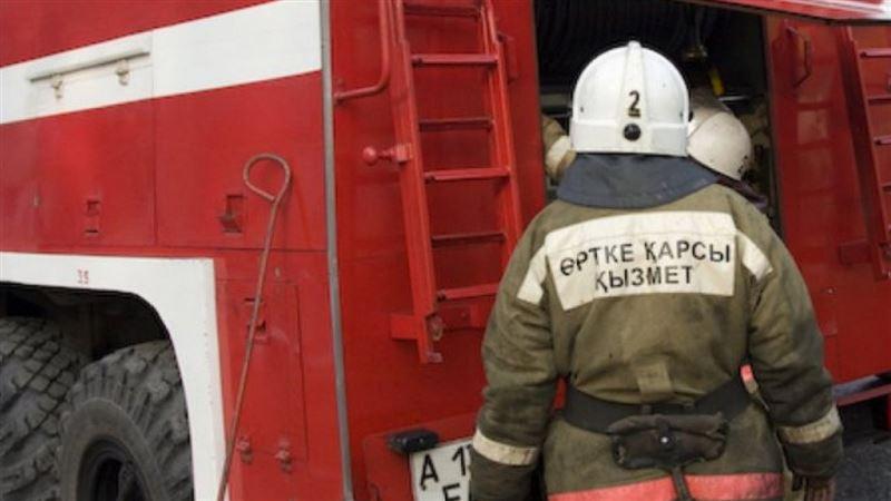 В Алматы произошел пожар на СТО
