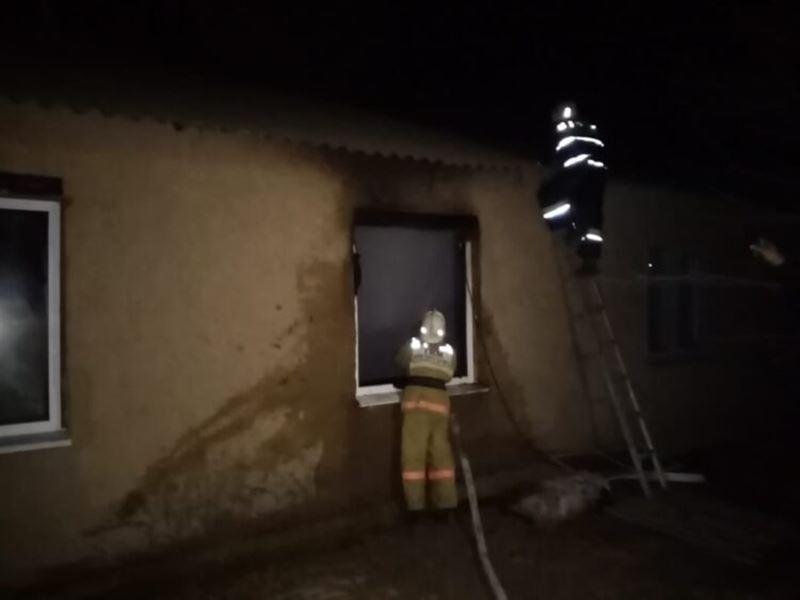 16-летняя девочка спасла троих детей из горящего дома в ЗКО