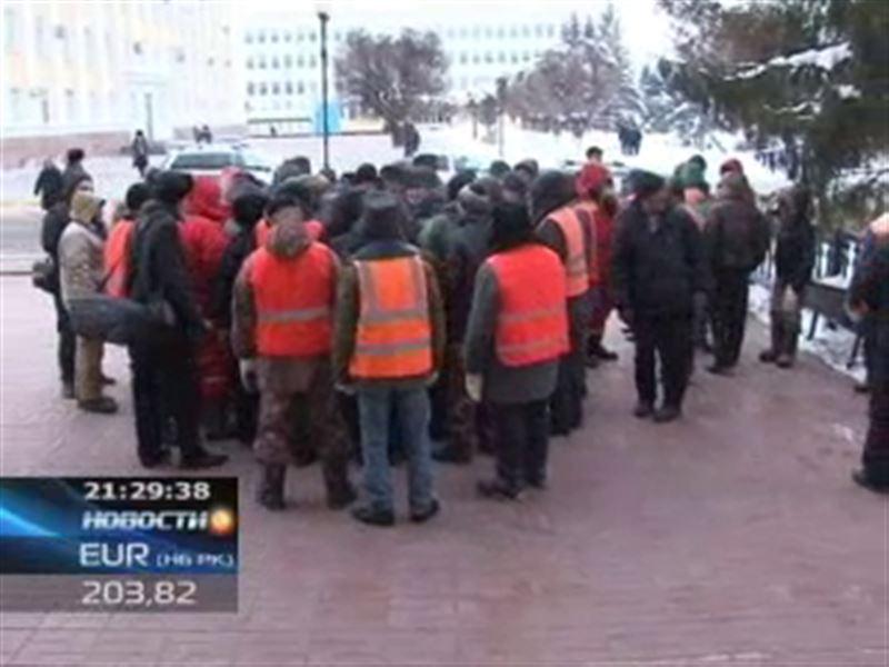 В Уральске прошел митинг с мётлами