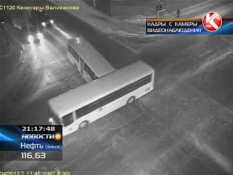 В Астане столкнулись два пассажирских автобуса: 13 пострадавших