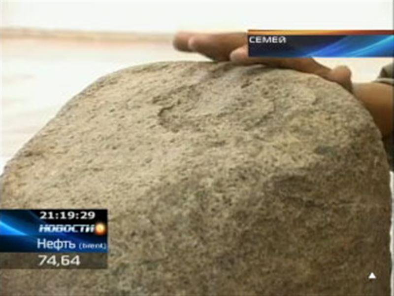 Семейские ученые впервые в Казахстане нашли оленный камень