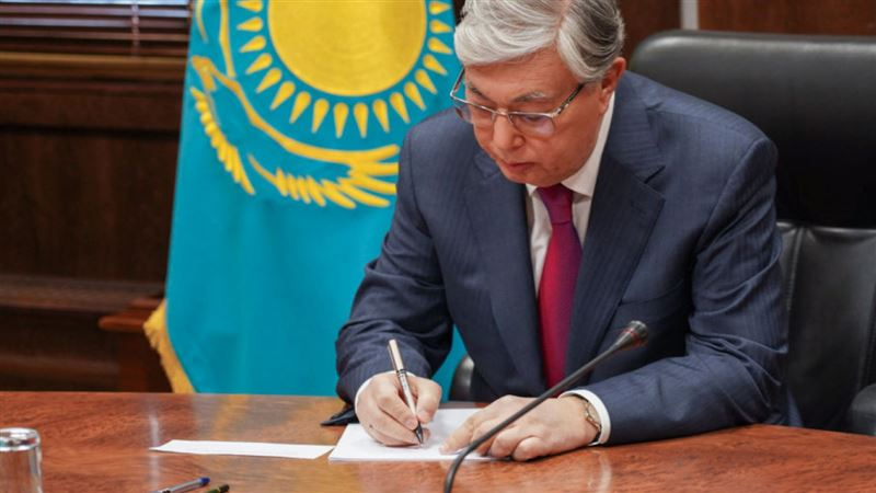 Глава государства подписал закон о трансферте из Национального фонда