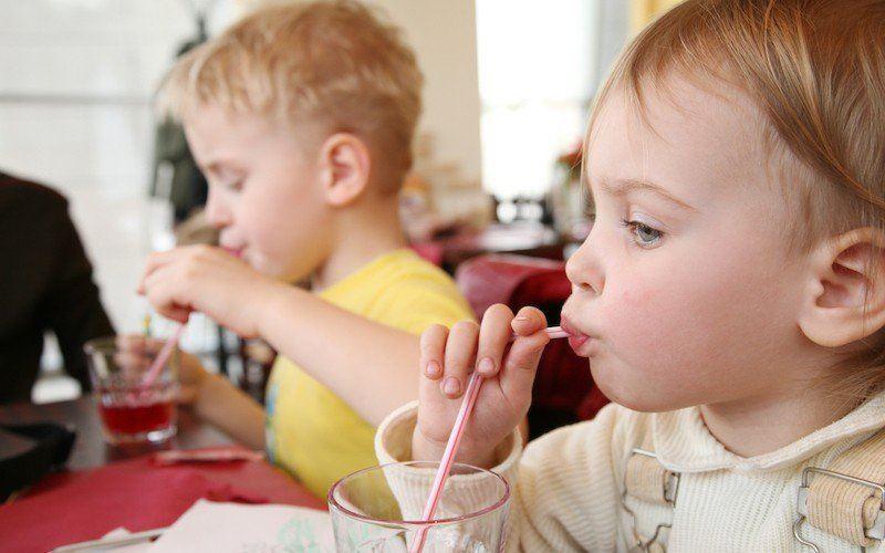 В сети распространяют фейк об опасных для детей напитках