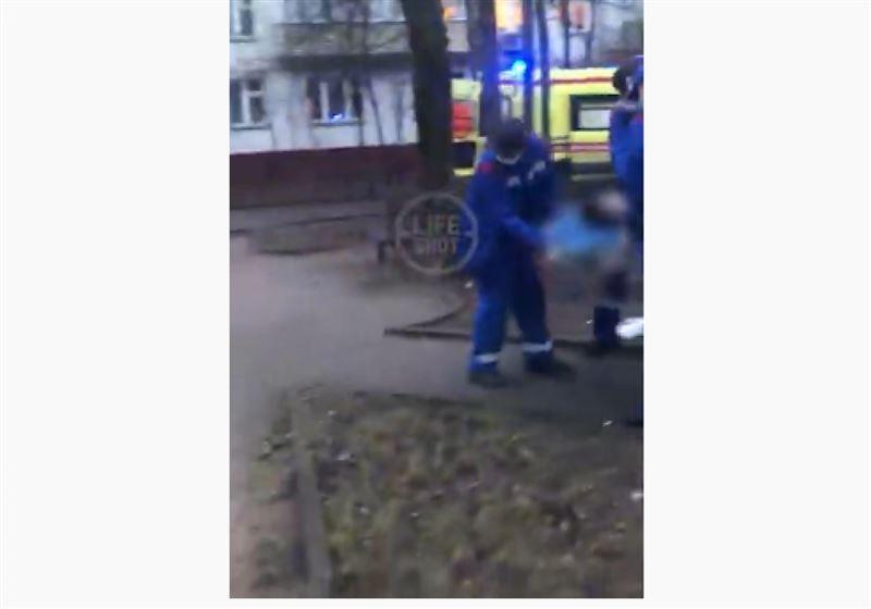 Алматыдағы ойын алаңында көз жұмған баланың видеосы тарады
