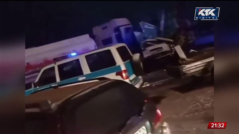 ДТП в Алматинской области: бетономешалка опрокинулась на внедорожник, есть погибшие