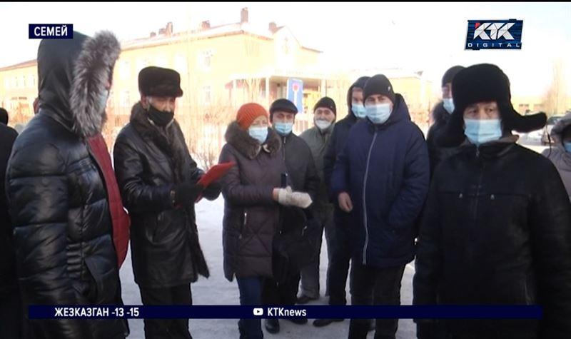 Сотрудники скорой помощи Семея выясняли, где положенные им деньги