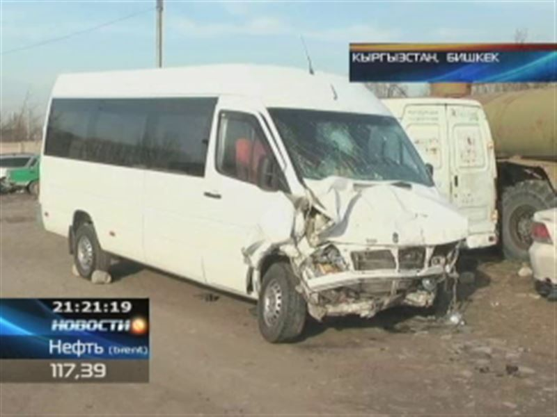В Кыргызстане попал в аварию автобус с казахстанцами