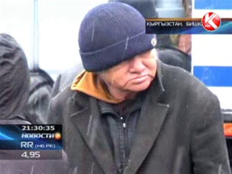 Бишкекских бомжей заставили помыться