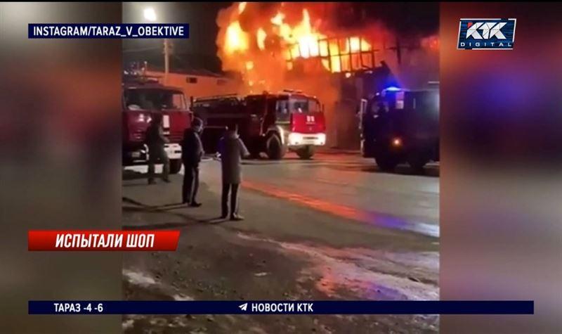 Из-за крупного пожара часть Тараза заволокло дымом